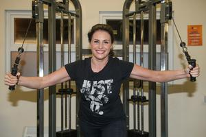 Lisa Cannon from TV3 hits the weights at the gym. Pic Paul Sharp