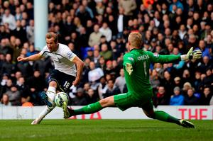 LONDON, ENGLAND - MARCH 21:  Harry Kane of Spurs shoots at goal past Kasper Schmeichel of Leicester City during the Barclays Premier League match between Tottenham Hotspur and Leicester City at White Hart Lane on March 21, 2015 in London, England.  (Photo by Jamie McDonald/Getty Images)