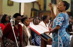 Members of the choir lead in a hymn during a special Easter mass at the Holy Family Basilica Catholic Church for the victims of the Garissa University attack in Kenya's capital Nairobi April 5, 2015. REUTERS/Thomas Mukoya