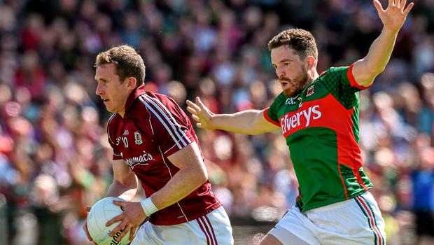 14 June 2015; Gary Sice, Galway, beats Chris Barrett, Mayo, on his way to scoring his side's first goal. Connacht GAA Football Senior Championship Semi-Final, Galway v Mayo. Pearse Stadium, Galway. Picture credit: David Maher / SPORTSFILE