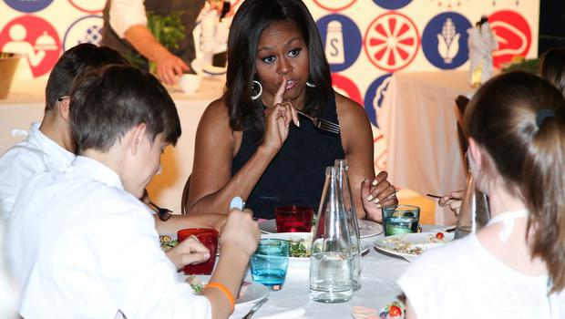 U.S. first lady Michelle Obama eats with American kids at James Beard American Restaurant in Milan, Italy, as part of her European trip June 17, 2015.  REUTERS/Stefano Rellandini