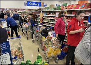 Shoppers at Tesco at Airside North County Dublin. Pic Steve Humphreys. 12th March 2020