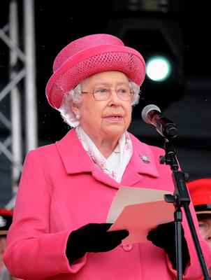 RICHMOND, ENGLAND - MAY 02:  Queen Elizabeth II addresses parading soldiers as she attends the amalgamation parade of The Queen's Royal Lancers and 9th/12th lancers (Prince of Wales's) at Richmond Castle on May 2, 2015 in Richmond, England. The Queen took the Royal Salute in the historic castle grounds before inspecting and addressing the parade of the newly formed The Royal Lancers before the Regiment marched past the saluting dias.  (Photo by Ian Forsyth/Getty Images)