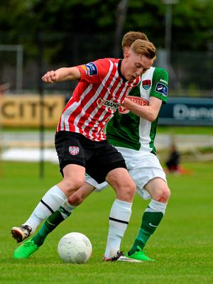 26 June 2015; Ronan Curtis, Derry City, in action against Kevin O'Connor, Cork City. SSE Airtricity League Premier Division, Derry City v Cork City, Brandywell, Derry. Picture credit: Oliver McVeigh / SPORTSFILE