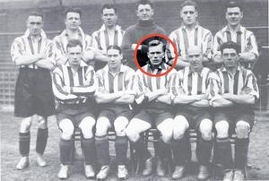 Dubliner Jimmy Dunne sitting (centre) in the front row of this Sheffield United team picture.