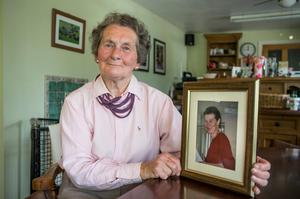 Margaret Gill pictured at her home in Offaly with a photo of her daughter Barbara (49) who was killed in a bike accident on the Liffey quays in Dublin