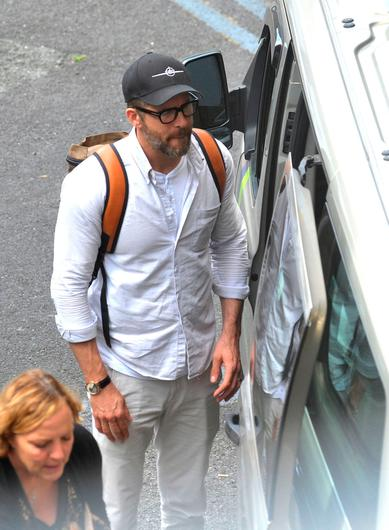 Ryan Reynolds seen arriving in Dublin with his two daughters James and Inez to visit his wife Blake Lively,who is currently filming her new movie The Rythmn Section in Dublin. Picture: John Dardis