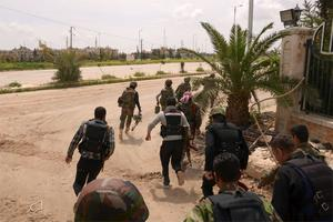 Syrian army soldiers run as they get prepared for an offensive in Aleppo's Liramoun area