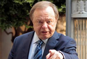 Harold Hamm, founder and CEO of Continental Resources, enters the courthouse for divorce proceedings with wife Sue Ann Hamm in Oklahoma City. Photo credit: REUTERS/Steve Sisney/Files