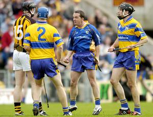 David Fitzgerald, Clare, squares up to Henry Shefflin, Kilkenny, watched by team-mates Frank Lohan (2) and Sean McMahon, Clare. Allianz National Hurling League, Division 1 Final in 2005