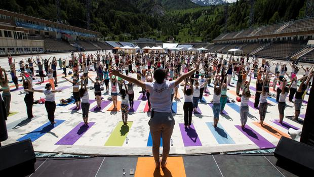 Participants attend the Yoga Fest to mark the International Day of Yoga at the Medeo skating rink at the altitude of some 1600 metres (5249 feet) above sea level in Almaty, Kazakhstan, June 21, 2015. REUTERS/Shamil Zhumatov