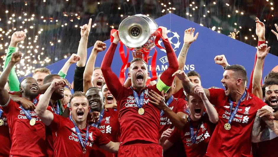 Liverpool's Jordan Henderson celebrates with the trophy and team mates after winning the Champions League Final.  REUTERS/Carl Recine/File Photo