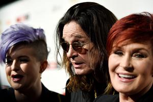 "(L-R) TV personality Kelly Osbourne and her parents, musician Ozzy Osbourne and TV host Sharon Osbourne react at the10th anniversary of ""Classic Rock Roll of Honour"" awards in Los Angeles, California November 4, 2014. REUTERS/Kevork Djansezian  (UNITED STATES - Tags: ENTERTAINMENT ANNIVERSARY)"