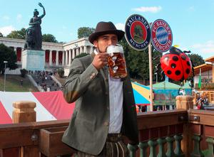 Bayern's Arturo Vidal drinks from a beerstein as the players of FC Bayern Munich visit the Oktoberfest beer festival 2015 at Theresienwiese in Munich, southern Germany, Wednesday, Sept. 30, 2015 in Munich, Germany.  (Alexandra Beier/pool via AP)