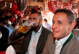 Bayern's Arturo Vidal and Rafinha, right, and the their teammates of FC Bayern Munich visit the Oktoberfest beer festival 2015 at Theresienwiese in Munich, southern Germany, Wednesday, Sept. 30, 2015 in Munich, Germany.  (Alexandra Beier/pool via AP)