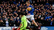 Tom Davies clips the ball over Manchester City goalkeeper Claudio Bravo to score for Everton. Photo: Reuters / Lee Smith