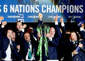 Paul O'Connell lifts the six nations trophy as they celebrate. Reuters / Russell Cheyne