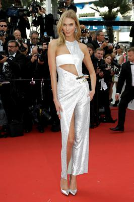 Karlie Kloss arrives for the opening ceremony and the screening of the film La Tete Haute (Standing Tall) at the 68th international film festival, Cannes, southern France, Wednesday, May 13, 2015. (Photo by Joel Ryan/Invision/AP)