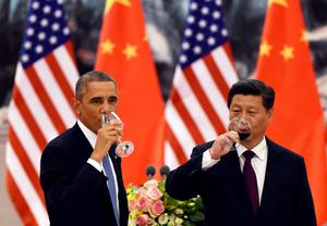 U.S. President Barack Obama (L) and Chinese President Xi Jinping have a drink after a toast at a lunch banquet in the Great Hall of the People in Beijing November 12, 2014. Obama is on a state visit after attending the Asia-Pacific Economic Cooperation summit.  REUTERS/Greg Baker/Pool