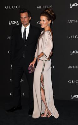 Director Len Wiseman (L) and actress Kate Beckinsale attend the 2014 LACMA Art + Film Gala honoring Barbara Kruger and Quentin Tarantino presented by Gucci at LACMA