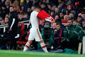 A furious Granit Xhaka removes his jersey after being substituted during Arsenal's draw against Crystal Palace. Photo: Alex Morton/Getty Images
