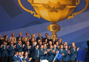 Rory McIlroy (FRONT L) waves as he is introduced alongside his Team Europe team-mates during the opening ceremony of the 40th Ryder Cup at Gleneagles in Scotland September 25, 2014.          REUTERS/Eddie Keogh (BRITAIN  - Tags: SPORT GOLF)