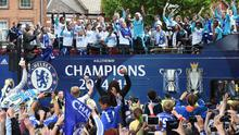 Football - Chelsea - Barclays Premier League Winners Parade - Chelsea & Kensington, London - 25/5/15 Chelsea players and fans during the parade Action Images via Reuters / Alan Walter Livepic