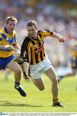31 July 2004; Tommy Walsh, Kilkenny, in action against James O'Conor, Clare. Guinness All-Ireland Hurling Championshipn Quarter Final Replay, Clare v Kilkenny, Semple Stadium, Thurles, Co. Tipperary. Picture credit; Brendan Moran / SPORTSFILE