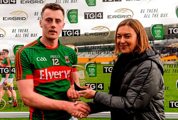 Diarmuid O'Connor, Mayo, is presented with the Eirgrid Man of the Match award by Siobhan Toale, EirGrid
