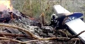 Wreckage in flames after a plane crashed in the mountainous area of Punta Islita, in the province of Guanacaste, in Costa Rica in this still image taken from social media video December 31, 2017.  Ministerio de Seguridad Publica de Costa Rica/via REUTERS