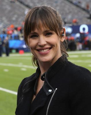 Jennifer Garner attends the Pepsi Super Bowl XLVIII pregame at MetLife Stadium on February 2, 2014 in East Rutherford, New Jersey.