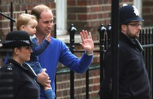 Britain's Prince William returns with his son George to the Lindo Wing of St Mary's Hospital, after the birth of his daughter in London, Britain May 2, 2015. Britain's Duchess of Cambridge, has given birth to a daughter, the couple's residence Kensington Palace announced on Saturday.  REUTERS/Neil Hall  TPX IMAGES OF THE DAY