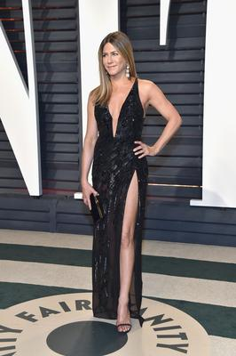 Actor Jennifer Aniston attends the 2017 Vanity Fair Oscar Party hosted by Graydon Carter at Wallis Annenberg Center for the Performing Arts on February 26, 2017 in Beverly Hills, California.  (Photo by Pascal Le Segretain/Getty Images)