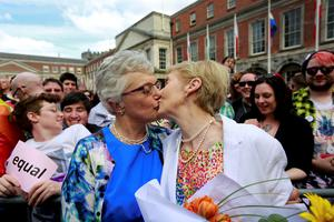 Same-sex marriage supporters kiss at Dublin Castle in Dublin, Ireland May 23, 2015. Irish voters appear to have voted heavily in favour of allowing same-sex marriage in a historic referendum in the traditionally Catholic country, government ministers and opponents of the bill said on Saturday. REUTERS/Cathal McNaughton