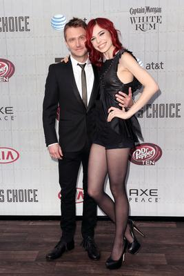 "CULVER CITY, CA - JUNE 07:  TV personality Chris Hardwick (L) and actress Chloe Dykstra attend Spike TV's ""Guys Choice 2014"" at Sony Pictures Studios on June 7, 2014 in Culver City, California.  (Photo by Frederick M. Brown/Getty Images)"