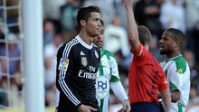 Real Madrid's Portuguese forward Cristiano Ronaldo (L) is handed a red card