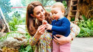 A picture released by Kensington Palace on May 19, 2019 shows Britain's Catherine, Duchess of Cambridge standing with Prince Louis in the Adam White and Andree Davies co-designed 'Back to Nature' garden ahead of the RHS Chelsea Flower Show in London. (Photo by Matt Porteous / KENSINGTON PALACE / AFP)