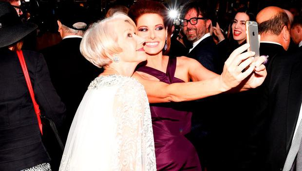 Helen Mirren (L) and Debra Messing attend the 2015 Tony Awards  at Radio City Music Hall on June 7, 2015 in New York City.  (Photo by Andrew H. Walker/Getty Images for Tony Awards Productions)