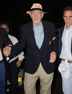 Sean Connery (R) arrives to watch the 2015 US Open Men's singles final match. Photo: AFP