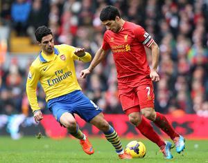 Arsenal's Mikel Arteta (left) and Liverpool's Luis Suarez battle for the ball