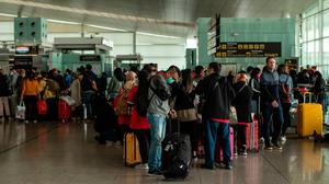 Travelers queue at the departures terminal of the Airport of Barcelona, Spain. Photo: David Ramos/Getty Images