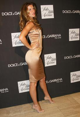Gisele B?ndchen celebrates the launch of Dolce & Gabbana's newest fragrance 'The One' at Saks Fifth Avenue New York City, USA - 16.07.07 Credit: (Mandatory): Flashpoint / WENN