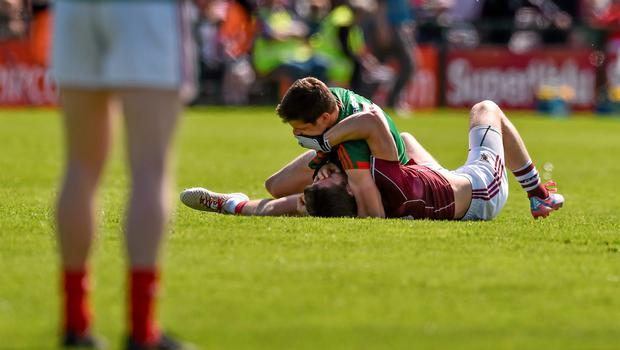 14 June 2015; Lee Keegan, Mayo, tussles with Michael Lundy, Galway during the first minute of the game. Connacht GAA Football Senior Championship Semi-Final, Galway v Mayo. Pearse Stadium, Galway. Picture credit: David Maher / SPORTSFILE