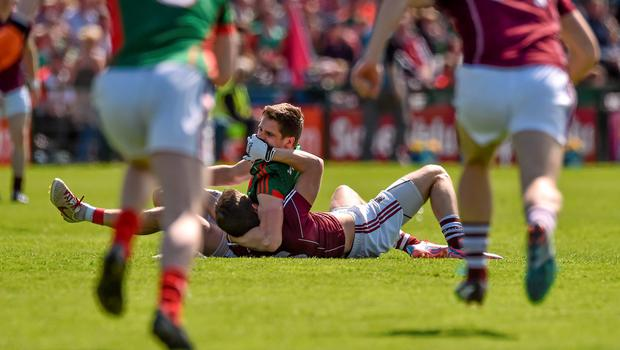 14 June 2015; Lee Keegan, Mayo, tussles with Michael Lundy, Galway, during the first minute of the game. Connacht GAA Football Senior Championship Semi-Final, Galway v Mayo. Pearse Stadium, Galway. Picture credit: David Maher / SPORTSFILE