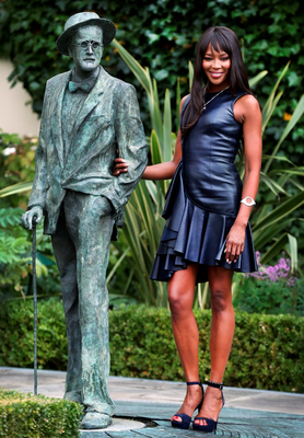 Naomi Campbell beside the James Joyce statue at the launch of Newbridge Silverware's 'Little Blue Box' campaign at the Merrion Hotel in Dublin yesterday. Photo: Steve Humphreys
