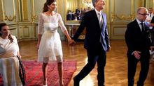 Argentina's new President Mauricio Macri (C) leaves the Foreign Ministry building with his wife, First Lady Juliana Awada, in Buenos Aires on December 10, 2015