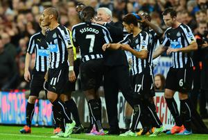 Newcastle manager Alan Pardew celebrates with Moussa Sissoko. Photo credit: Mark Runnacles/Getty Images