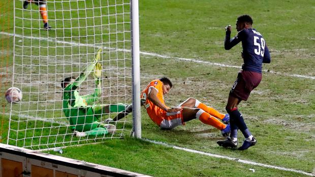 Arsenal's Joe Willock scores their second goal. Photo: Carl Recine/Action Images via Reuters