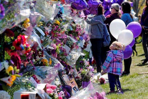 Fans leave flowers and purple balloons at a memorial outside Paisley Park, the singer Prince's home in Minneapolis. Photo: Reuters