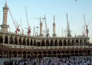 Construction cranes surround the Grand Mosque in the holy city of Mecca in this January 5, 2013 file photo. At least 65 people were killed when a crane crashed in Mecca's Grand Mosque on September 11, 2015, Saudi Arabia's Civil Defence authority said, in an accident that came just weeks before Islam's annual haj pilgrimage.  REUTERS/Amr Abdallah Dalsh/Files